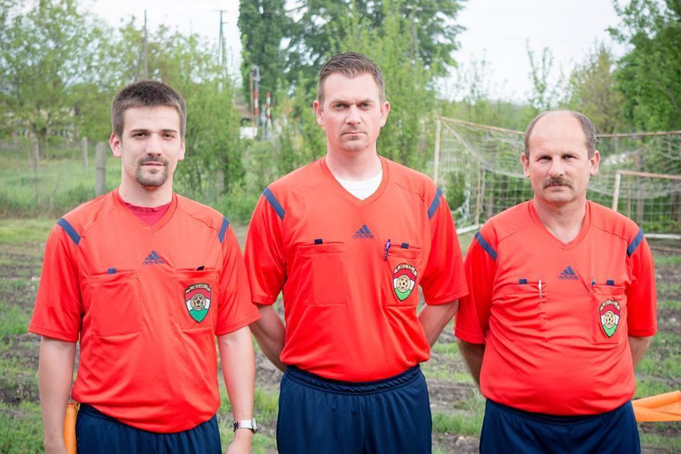 Hajdu Balázs (balra) befejezi játékvezetői pályafutását