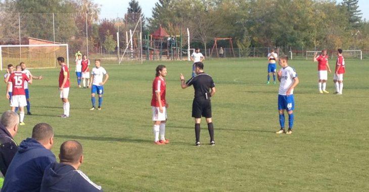 Sportszerű mérkőzést játszott az Iváncsa és az MTK, bár a hajrára kissé paprikás lett a hangulat - fotó: FociDrukker.com