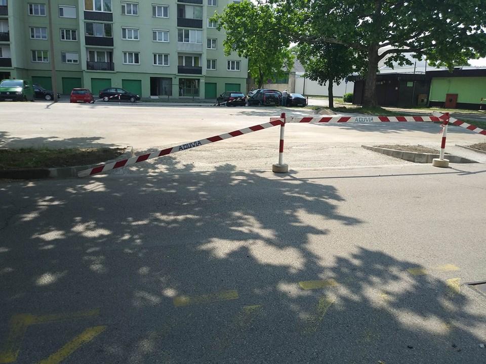 A gyerekek által kedvelt focipálya helyére parkolót építettek